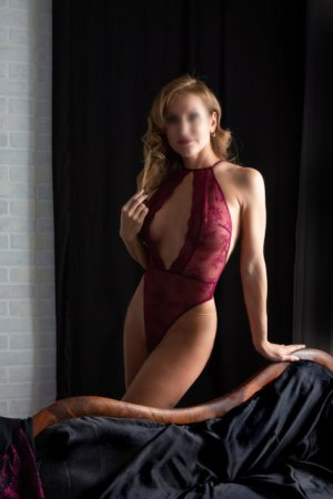 Mary-annick live escort